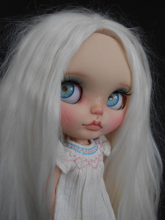 Custom Blythe Doll Rbl Faceplates work includes - Face sand matted and makeup sealed with Msc Flat. Lips, nose and philtrum carved. Please note these faceplates have been customized so no longer factory perfect so please make sure you like what you see as I do not do returns or