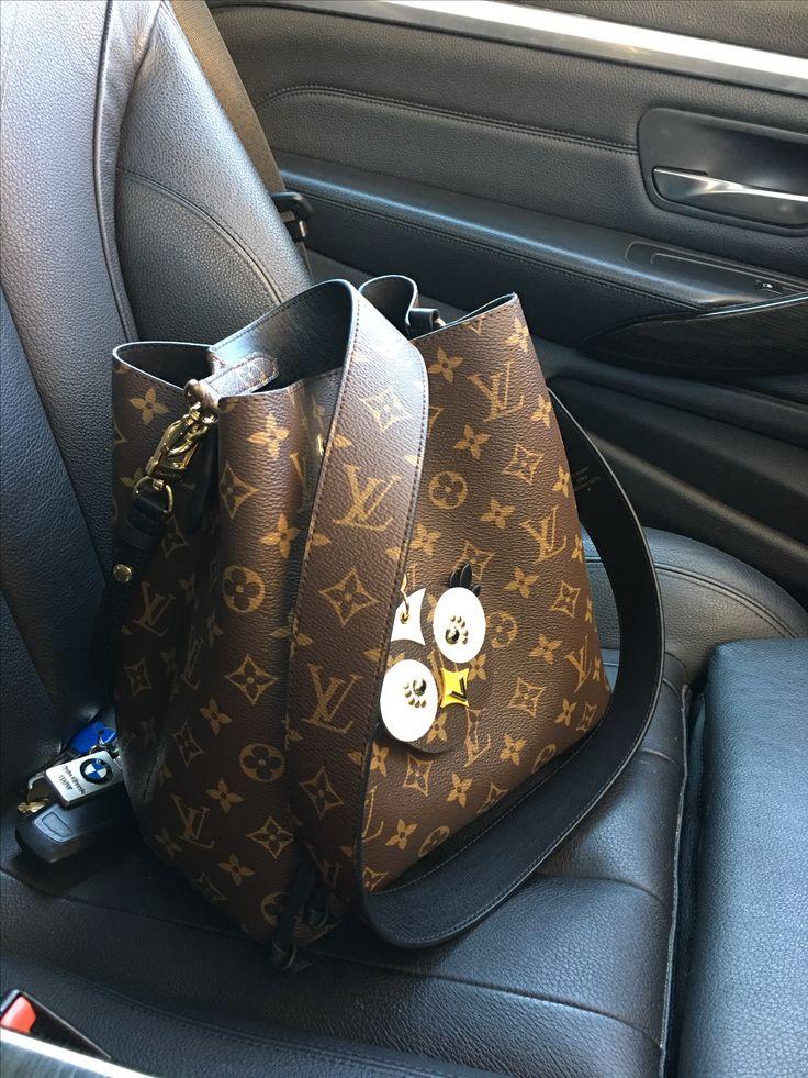 My co passenger.. latest indulgence.. Louis Vuitton Neonoe Neo noe bag with bandouliere strap #neonoe #louisvuitton #louisvuitton2017 #louisvuittonbag