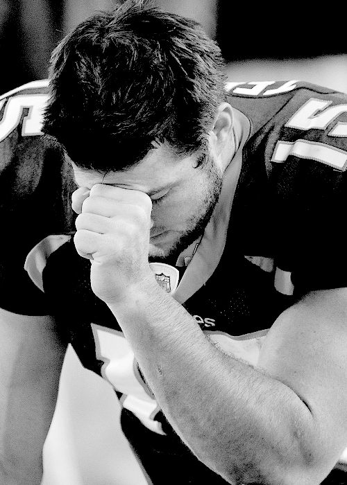 Tim Tebow ♥ nothin better than seeing a man down on his knees prayin ( and a football jersey couldn't get any better)