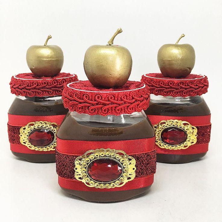 As Nutellas ganharam as maçãs douradas como detalhe do tema! #nutellapersonalizada #festabrancadeneve #personalizadosbrancadeneve