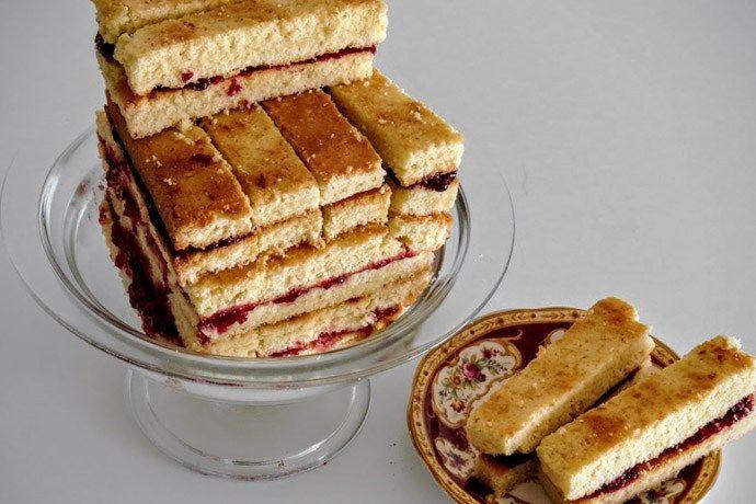 Één van de bekendste victoriaanse lekkernijen is de Victoria Sandwich. Het was de favoriet van Koningin Victoria. Lees hier hoe je ze maakt!