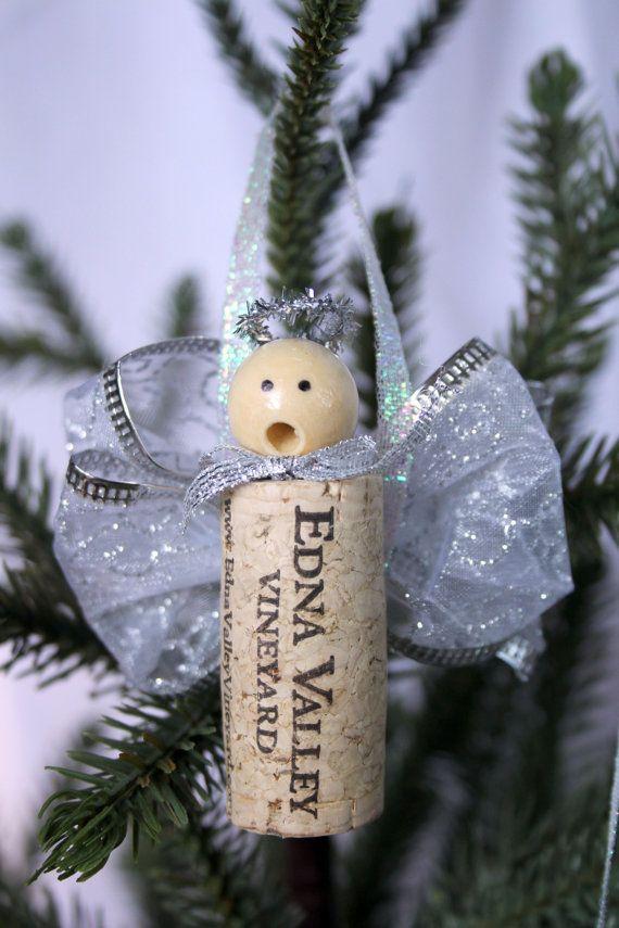 Diesen süßen Engel-Ornamenten sind ideal für einen Urlaub-Baum schmücken. Sie bestehen aus Weinkorken und sind ein tolles Geschenk für den