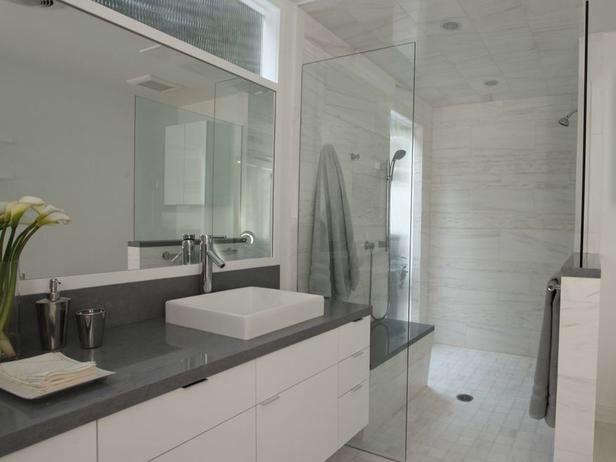 Nice clean bathroom! Great color scheme!