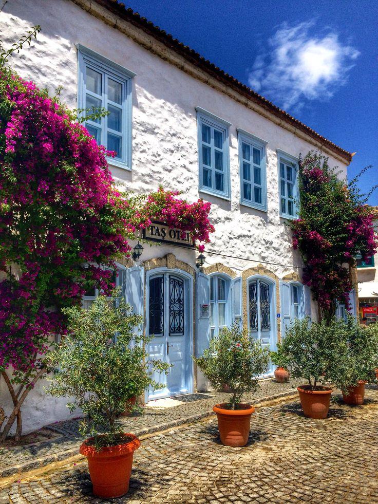 Taş Otel: Alaçatı'nın ilk butik oteli Taş Otel'e hayat veren Zeynep Öziş