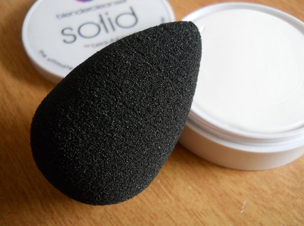 Beauty Blender Pro Review and Differences Between Black (Pro) and Pink (Original) Sponges