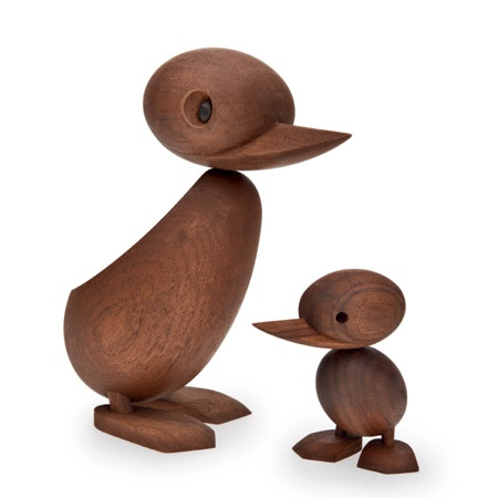 Duck and duckling crafted in oil-treated teak from Architectmade. Design. Hans Bølling in 1959.