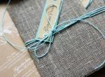 Приглашения для свадьбы в эко-стиле с яркими бирюзовыми акцентами. Так что крафт-бумага для карточек и лен для конвертов выбран не случайно)) А бирюзовый шнур и ярлычки с именами гостей дополняют картину. #приглашения #свадьба #эко #крафт #лен #бирюзовый #wedding #invitation #craft #linen