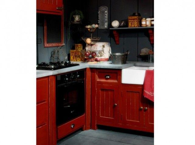 armoires rouge je veux mes armoires comme a dans la cuisine pinterest cuisine style. Black Bedroom Furniture Sets. Home Design Ideas