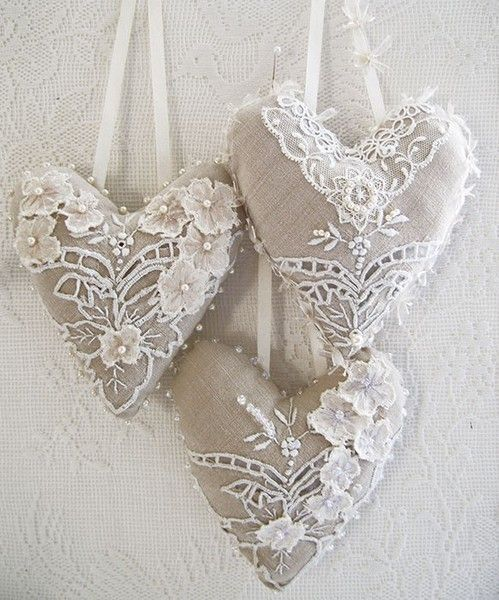 this color combo is inspiring...  cream lace against burlap color.