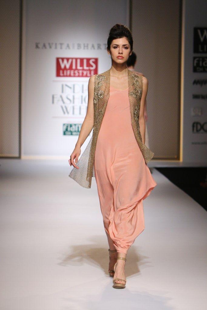 Dhoti-style Kurti. Read more http://fashionpro.me/11-designer-kurti-designs-youll-adore