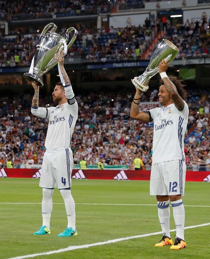 El equipo ofreció la Undécima y la Supercopa de Europa a la afición del Bernabéu | Real Madrid CF