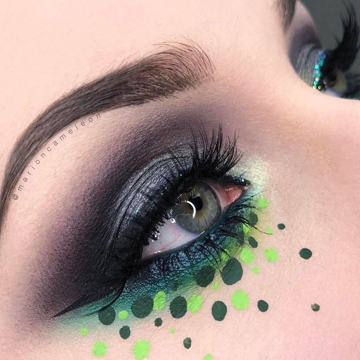 Add some creative dots to your #smokyeye makeup like our artist @marioncameleon for that GREEN ENVY! ;) #makeupforever #iamanartist #mua #makeupforeverprotribe