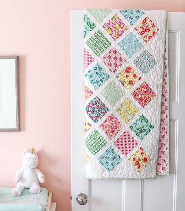 This is one of my favorite go-to baby quilt patterns and it was time for an update. This quilt was made using @thecottagemama'a latest fabric collection Dainty Darling for @rileyblakedesigns. Tutorial is available now on my blog.