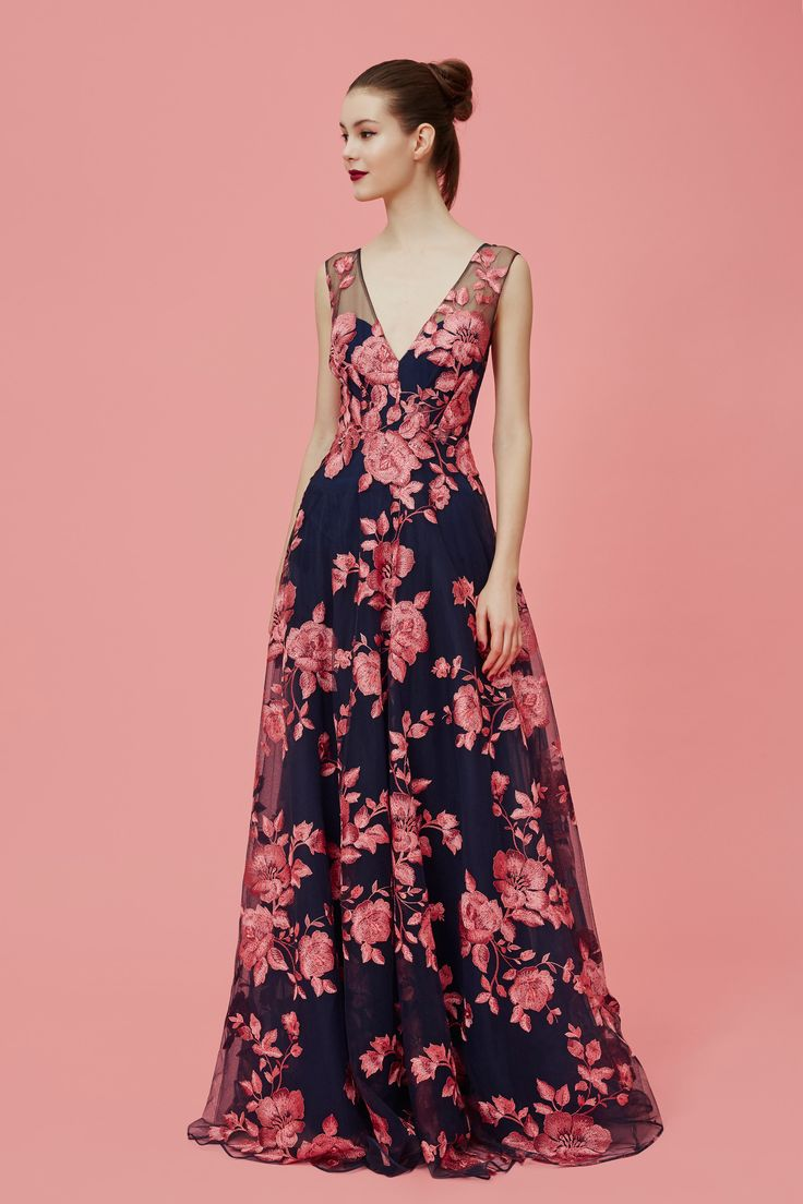 Enchanting - Black Evening Gown with Pink Floral and V Neckline. Marchesa Notte Pre-Fall 2016 Collection Photos - Vogue
