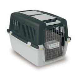 La importancia de una jaula a la hora de educar a un perro. Para controlarlo en determinadas ocasiones, y sobre todo para cuando nos lo llevamos con nosotros de viaje.