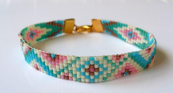 Nokta Jewels is een merk gericht op de vrouw die op zoek is naar handgemaakte accessoires tegen een leuke prijs. Accessoires zoals kettingen, armbanden, oorbellen en haaraccessoires. Dit tegen een goedkope en eerlijke prijs.