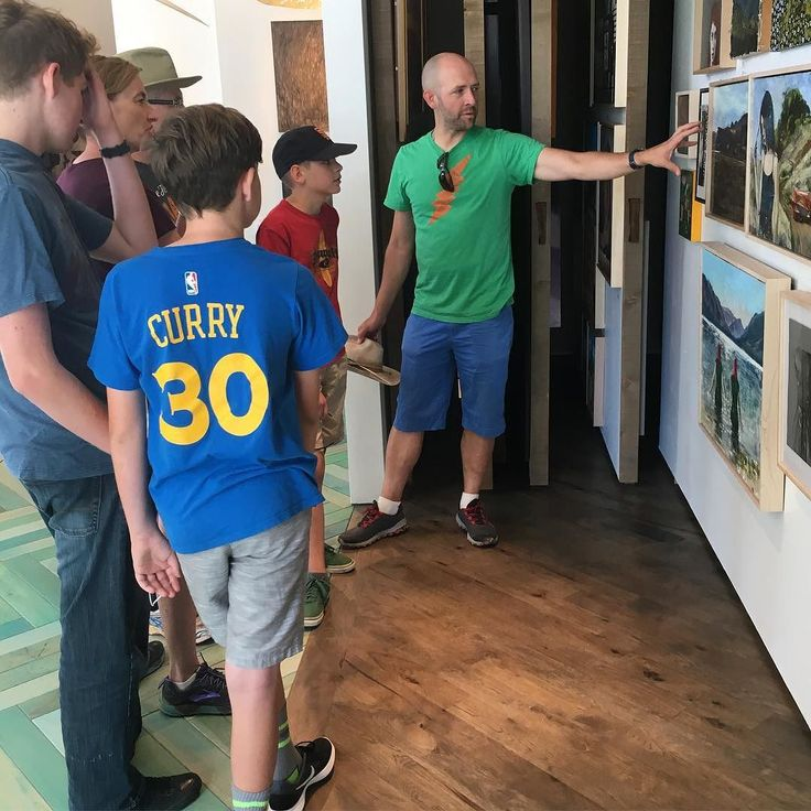 """We love it when Nathan Florence comes in to discuss his process with our collectors! Stop in to see the new works from Florence and to view our current exhibition """"Native Voices"""" and our Contemporary Trading Post! #artisttalk #art #artoftheday #contemporarytradingpost http://ift.tt/2dpmK7Q"""