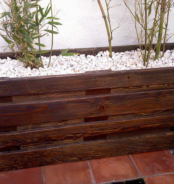 Pin de best garden en jardineras de madera pinterest for Como decorar una jardinera