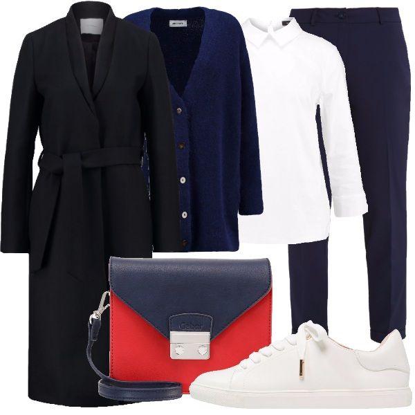 Un look sicuramente comodo, ma sempre di stile. Cappotto blu scuro, quasi interamente in lana, con cintura in vita, camicia bianca, con colletto classico, cardigan royal blu, con scollo a V e bottoni, pantaloni blu, sneakers bianche, con particolari oro, in finta pelle, borsa a tracolla blu e rossa.