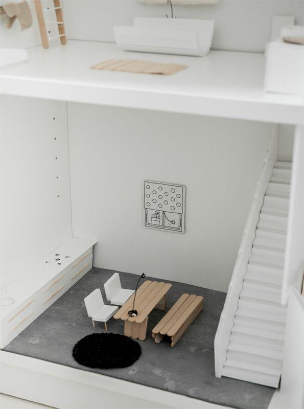 Bouw een gaaf poppenhuis van je BILLY boekenkast | IKEA IKEAnl IKEAnederland creatief accessoires decoratie kast opbergen spelen kinderen kinderkamer woonkamer inspiratie wooninspiratie wit