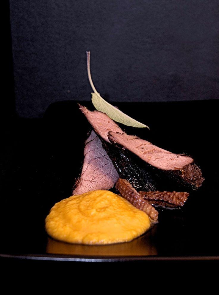 szczypta smaQ: Polędwiczki dzika konfitowane w gęsim tłuszczu