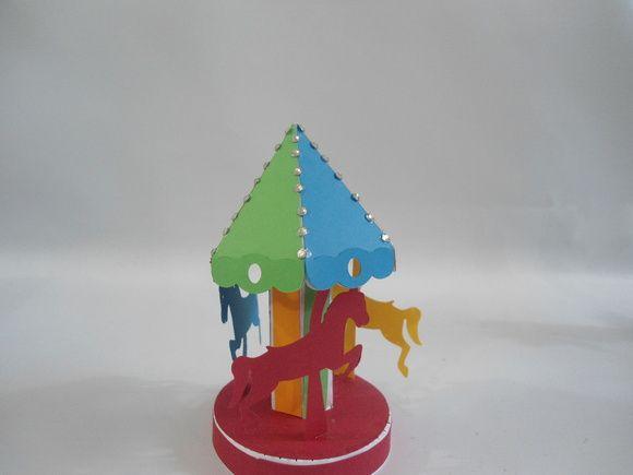 http://www.elo7.com.br/enfeite-carrossel/dp/49B5DF caixa porta guloseimas grilo falante  Produzida em papeis de alta gramatura    ideal para festa pinoquio