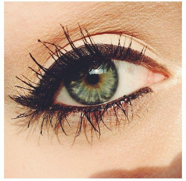 Cute eye makeup! Simple with black eyeliner!