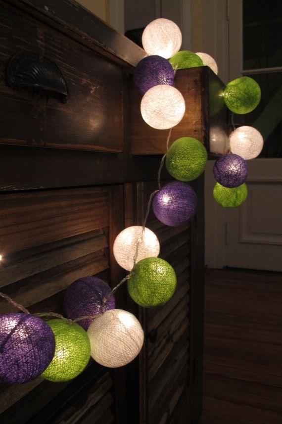 Guirnaldas formadas por bolas de hilos de colores con luces en su interior. Ideal para iluminar y decorar todos los ambientes de tu casa.