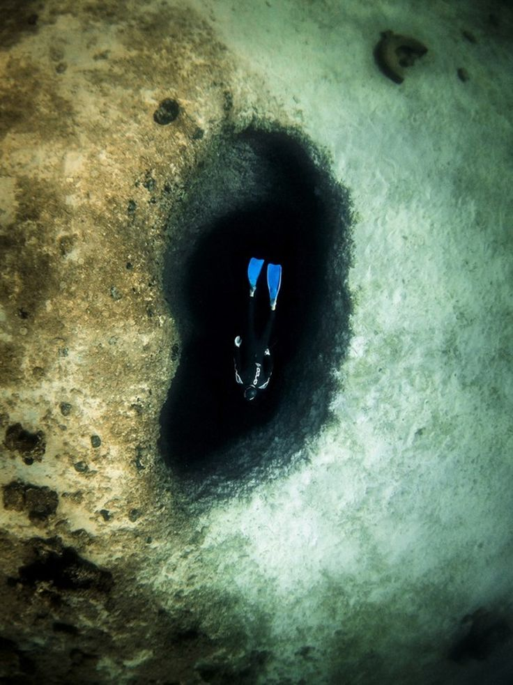 «The blue ear hole» © Dimitris Maroulakis, Αθήνα