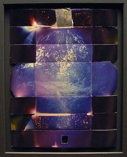 """PaperCam, par Thomas Hudson. La boîte du sténopé est faite du papier photosensible lui-même ! On plie, on """"shoote"""" et on développe."""