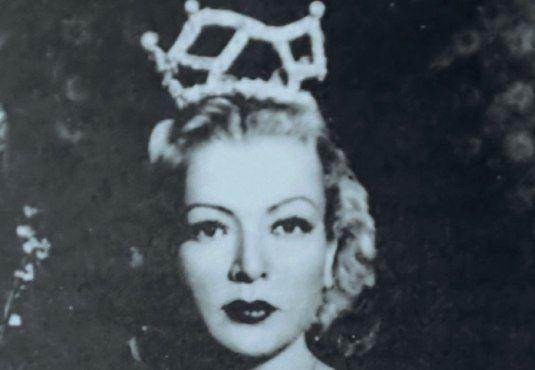 #Έλλη_Ζουρούδη: Η Ελληνίδα Μάτα Χάρι -------> Μια από τις πιο όμορφες #γυναίκες στην Αθήνα του 1940, πρωτοπόρος του #χορού και του μελοδράματος στην Ελλάδα. ______________ Της Μαρίας Ψαρά  #woman #dance #dancer #life #zouroudi http://fractalart.gr/elli-zouroudi/