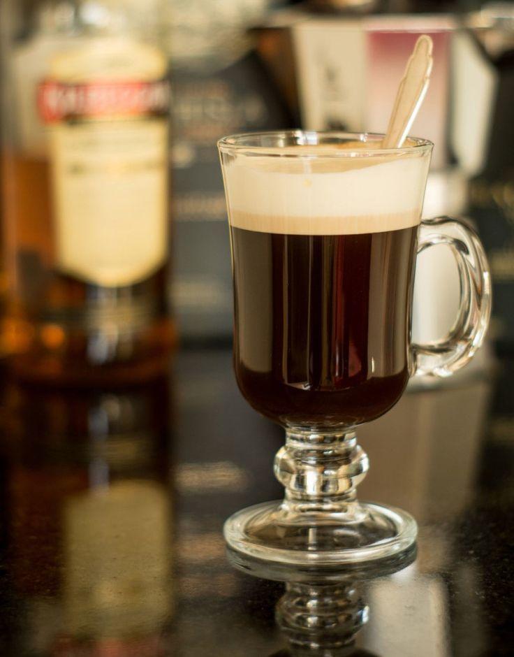 Irish Coffe w stylu Pierre Hotel. Przepis na:  http://kawa.pl/przepisy/przepis/irish-coffe-w-stylu-pierre-hotel