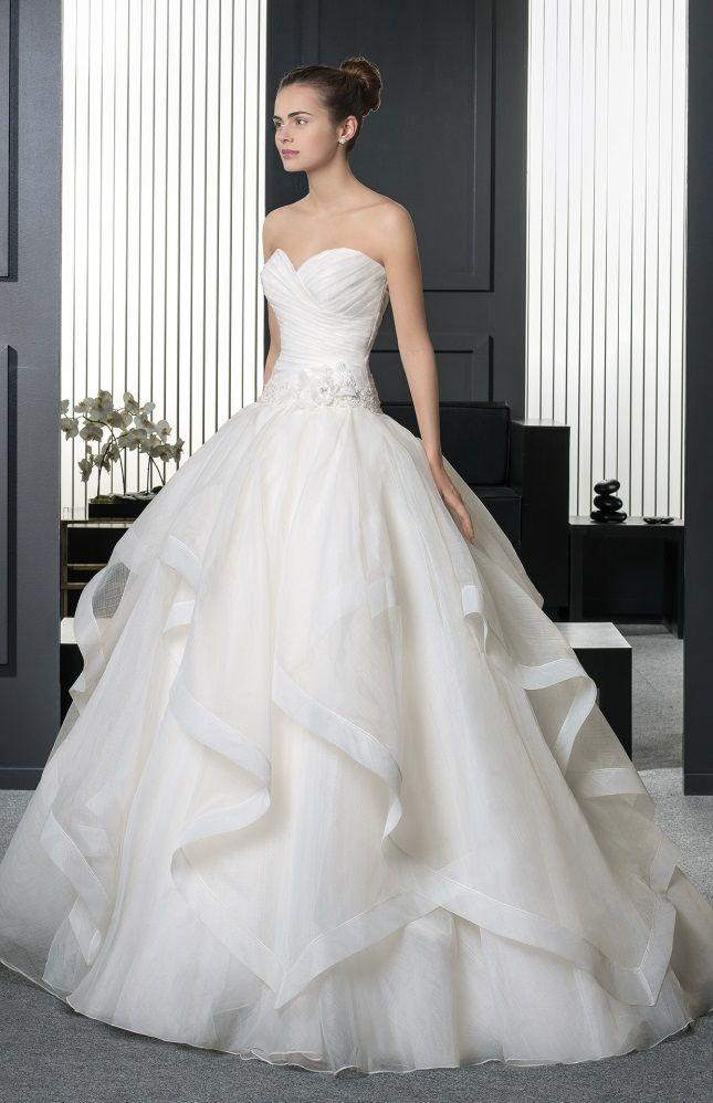 Snow white wedding dress, by Rosa Clara