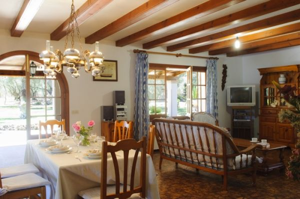 house-rotes-living dining room
