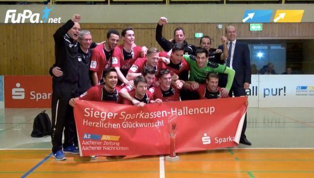 Und der Sieger heißt: FC Wegberg-Beeck. Der Regionalligist gewann das Finale der 32. Auflage des Sparkassen-Hallencups und krönte sich damit zum vierten Mal in Folge.