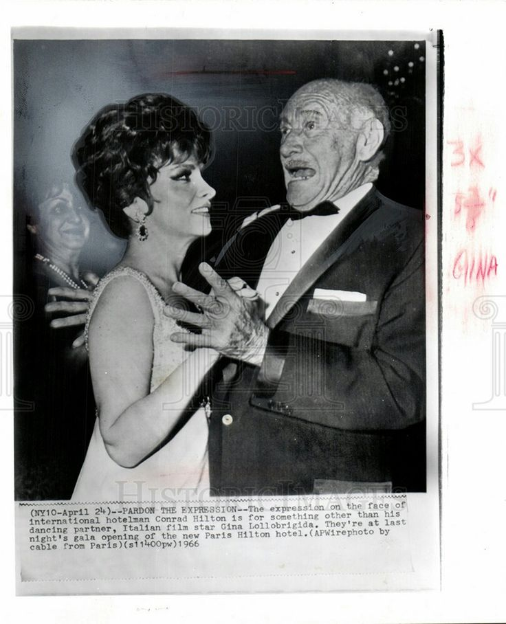 1966 PRESS PHOTO CONRAD HILTON GINA LOLLOBRIGIDA DANCE
