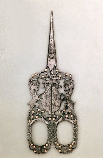 Scissors emblazoned with Cavendish arms, English (Sheffield), c.1840 / Victoria & Albert Museum, London, UK