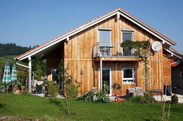 Holzhäuser Holzhaus Holzbau Holzfertighäuser Holzfertighaus Fertighaus Fertighäuser Energiesparhaus - von Gamper: Einfamilienhaus mit Praxisraum - Illerrieden