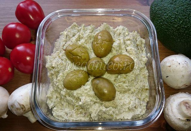 Paté Raw-Vegan din Seminte de Floarea Soarelui si Masline Verzi - http://veganico.ro/pate-raw-vegan-din-seminte-de-floarea-soarelui-si-masline-verzi/