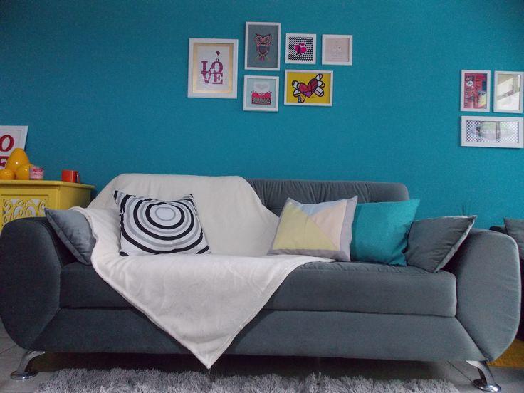 Um UP no sofá com minha manta de microfibra.