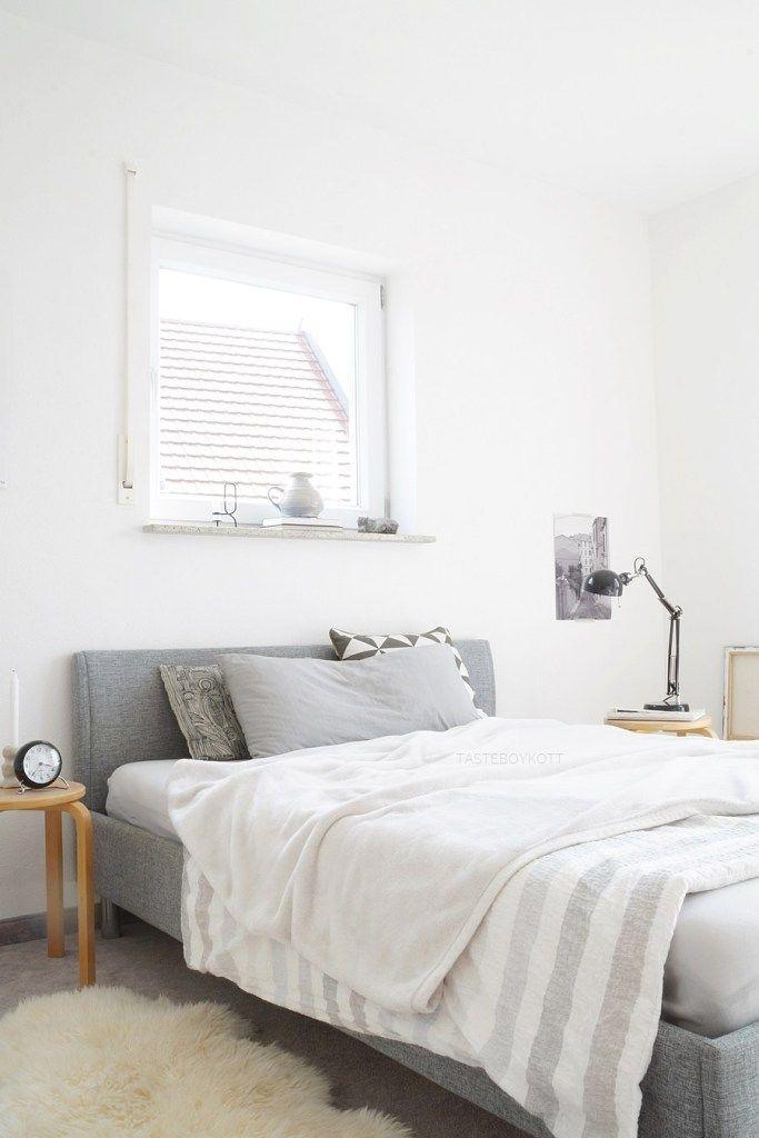 INTERIOR Weiß, Grau, Holz. Schlafzimmer herbstlich