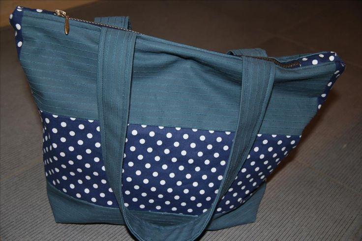 Tuto pas à pas avec patron inclus pour un sac trapèze avec fermeture éclair pour débutante.
