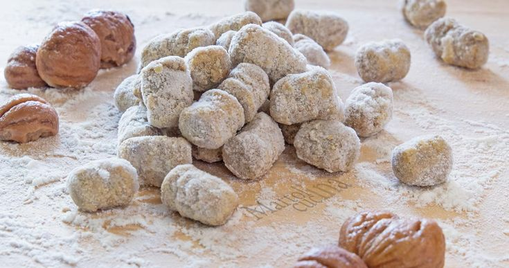 Gli gnocchi di castagne facilissimi sono diversi dal solito, potete usare la farina di castagne o le castagne fresche. perfetti anche per amici vegetariani.