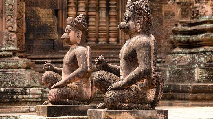 5.000 v. Chr.-Vermutlich siedelten die ersten Menschen bereits um 5.000 vor Christus in Angkor. Zu Hochzeiten sollen sogar bis zu einer Million Menschen hier gelebt haben - damit wäre sie die damals größte Stadt der Welt gewesen. Da es jedoch keine schriftlichen Dokumente aus der Zeit des historischen Khmer-Königreichs gibt, beruhen viele Aussagen auf Vermutungen.