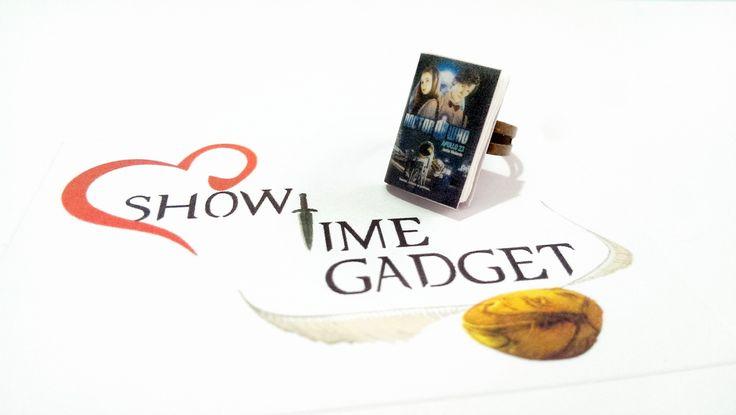 Anello in bronzo con mini libro Doctor who : Anelli di showtimegadget