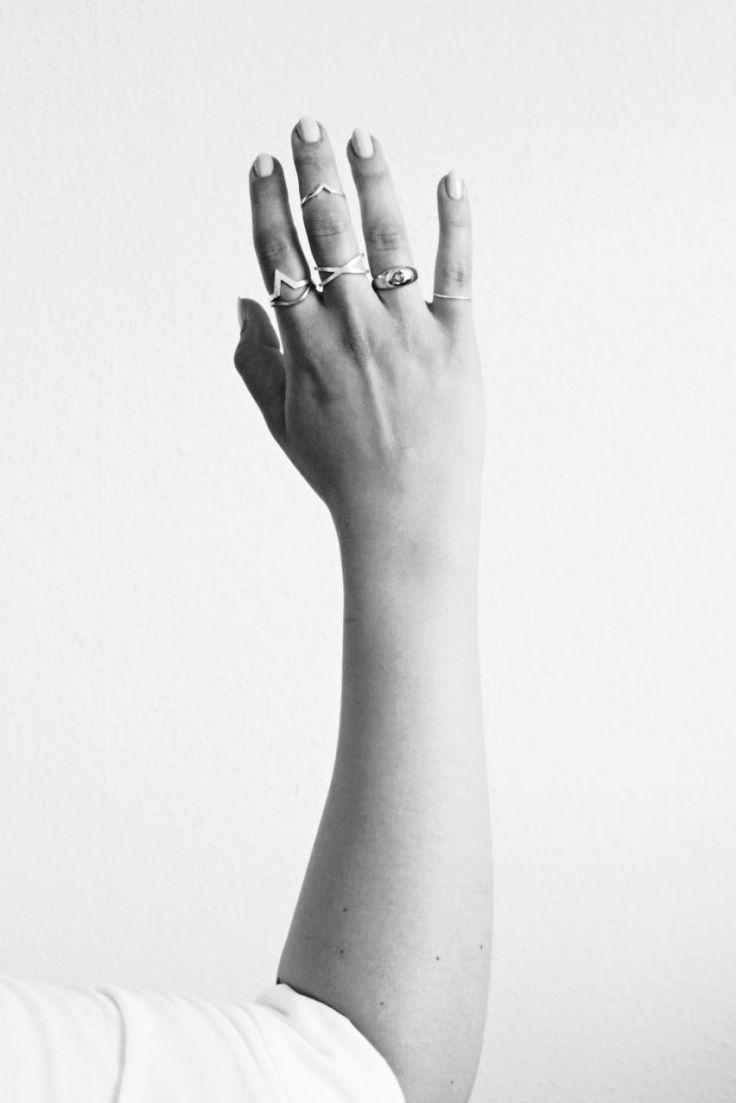 Black and white. #hvisk #hviskstyling #blackandwhite #hand #jewelry #jewellery #rings #mixandmatch