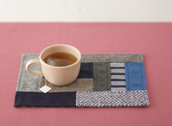 冬のティータイムをさらにあたたかくしてくれる、布と編み地のティーマット。/布×編み地でほっこり雑貨(「はんど&はあと」2011年12月号)