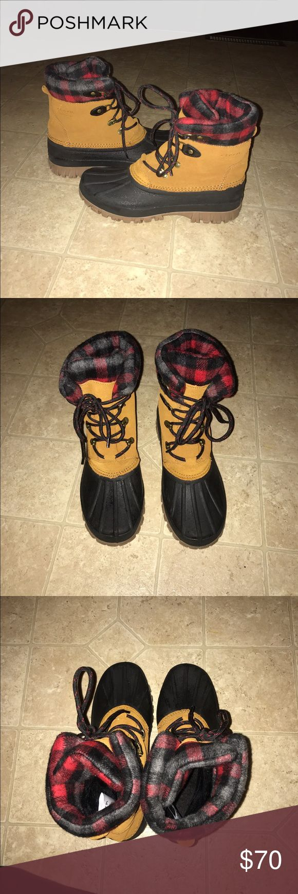 """Women's duck boots These are from target and the brand is """"storm by cougar."""" They look wet only because I was wiping them off before taking the picture. These are size 8. I only wore them twice (no signs of wear) but they're too big on me. Retail $89 Target Shoes Winter & Rain Boots"""