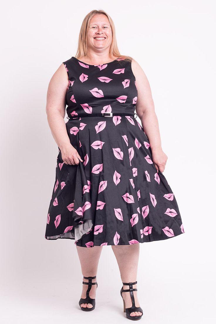 Mega cool Sort kjole med pink læber 50 Modetøj til Damer i luksus kvalitet