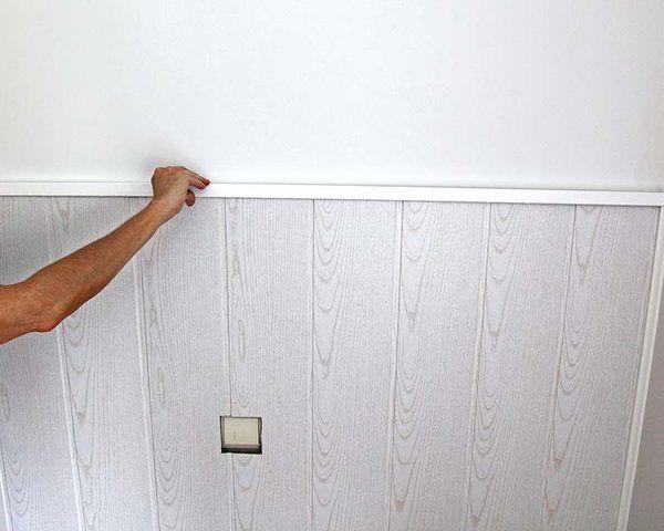 Además de para revestir la pared, mira lo que puede dar de sí un friso de lamas de madera. Este lo hemos convertido en un original cabecero y el resultado es perfecto.